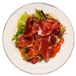 Зеленый салат с хамоном